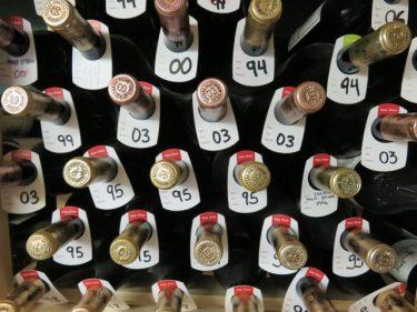 Botellas almacenadas en la bodega de Martín Berasategui (foto: Cuchillo)