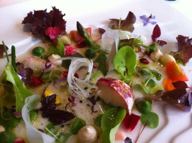 Ensalada de tuétanos de verdura con marisco (foto: Cuchillo)