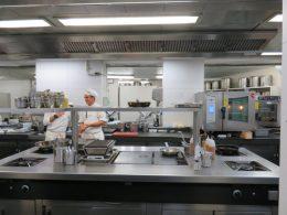 Un vistazo a la cocina de Berasategui (foto: Cuchillo)
