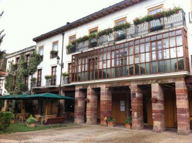 Fachada del hotel gastronómico Echaurren (foto: Cuchillo)