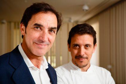 Félix y Francis Paniego, sala y cocina de El Portal del Echaurren (foto: Cuchillo)