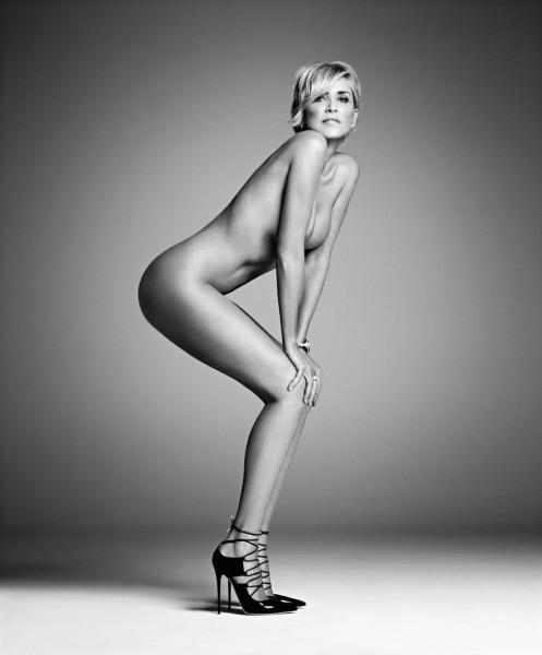 Sharon Stone, a sus 57 esplendorosos años (foto: Harper's Bazaar)