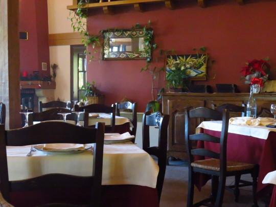 Detalle del comedor de restaurante Astei (foto: Cuchillo)