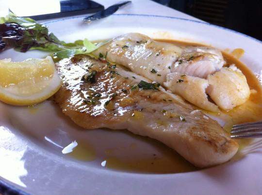 Merluza, en restaurante Astei (foto: Cuchillo)