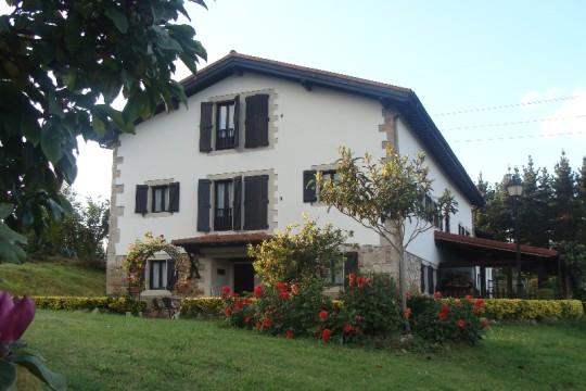 Fachada del restaurante y casa rural Astei, en Muxika (foto: restauranteastei.net)