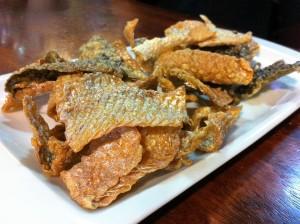 Piel de salmón, chips de Carpier (foto: Cuchillo)
