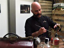 Manu Iturregi, un cóctel en la destilería (foto: Cuchillo)