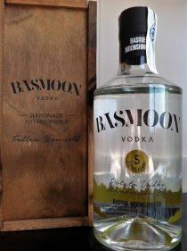 Botella de Basmoon Vodka (foto: Cuchillo)