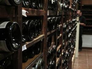 Botellas en la bodega principal (foto: Cuchillo)