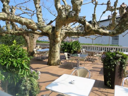 Terraza de Rekondo, en el mismo acceso al restaurante (foto: Cuchillo)