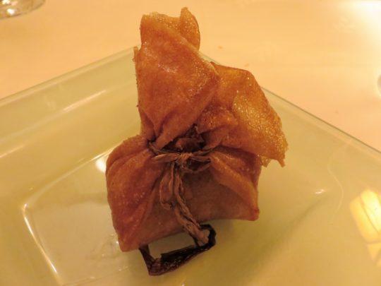 Saquito de manitas, boletus y foie fresco, en restaurante Cachetero (foto: Cuchillo)