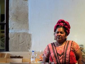 Abigail Mendoza, seria antes de su ponencia (foto: Cuchillo)