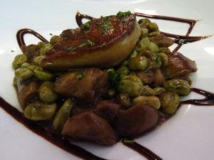 Foie, habitas y hongos, en Txuleta (foto: Cuchillo)