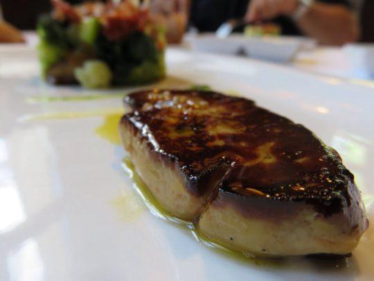 Foie, verduras y jamón, en Zezilionea (foto: Cuchillo)