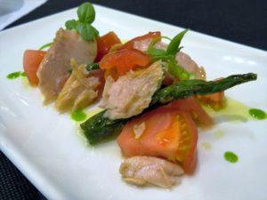 Ventresca, tomate y guindillas, en Zazpi (foto: Cuchillo)