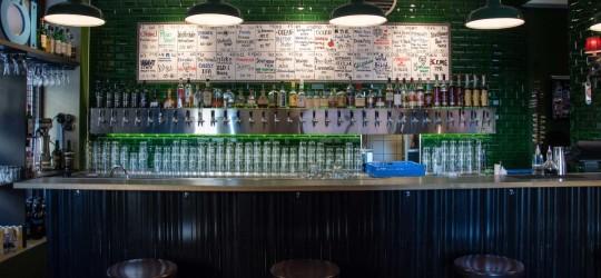 Los 32 grifos de The Rover, el bar preferido de Nikola Sarcevic en Gotemburgo (foto: goteborg.com)