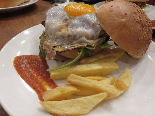 hamburguesa de ternera de Mala Gissona Beer House (foto: Cuchillo)