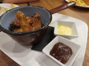 Alipas, las alitas marinadas de Mala Gissona (foto: Cuchillo)