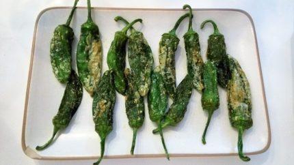 Pimientos verdes fritos, del país (foto: Cuchillo)