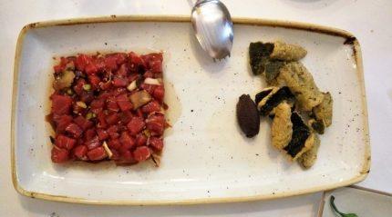 Tartar de atún con trufa negra, por Mikel Bengoa (foto: Cuchillo)