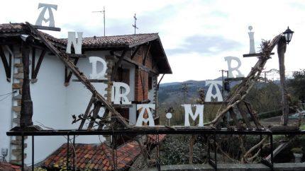 Acceso al restaurante Andra Mari (foto: Cuchillo)