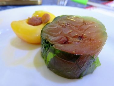 Sashimi de caballa con albaricoque, por Miquel Ruiz (foto: Cuchillo)