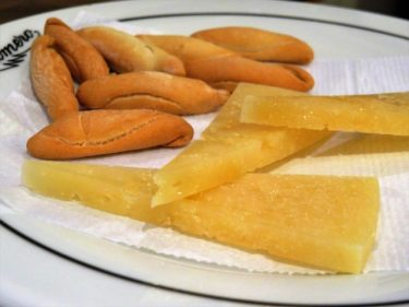 Tapa de queso viejo, en Bodega Antonio Romero (foto: Cuchillo)
