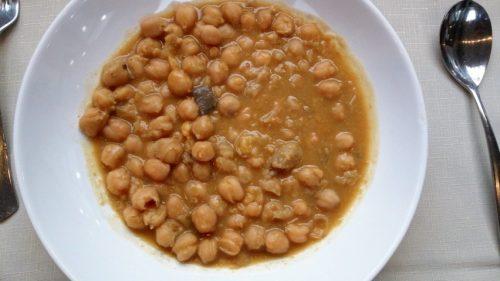 Garbanzos con hongos, del menú del día de El Rincón de Carlos (foto: Cuchillo)