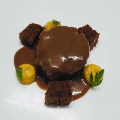 Civet de conejo relleno de su paté, zanahoria y cacao, por Jon Gil (Recetas para una cuarentena #56)