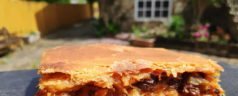 Empanada de bacalao con pasas, por Lucía Freitas (Recetas para una cuarentena #57)