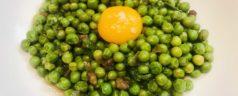 Guisantes rehogados con yema de huevo, por Eduard Xatruch (Recetas para una cuarentena #42)