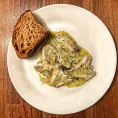 Kokotxas de merluza en salsa verde emulsionada, por Iñaki Bolumburu (Recetas para una cuarentena #59)