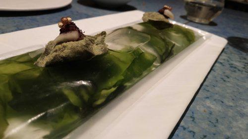 Ravioli crujiente de algas, en Disfrutar (foto: Cuchillo)