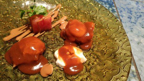 Langostino con chili, sandía y huevo de codorniz, en Disfrutar (foto: Cuchillo)