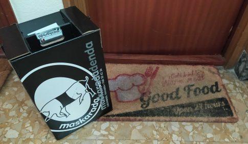 Hay una caja para ti (foto: Cuchillo)
