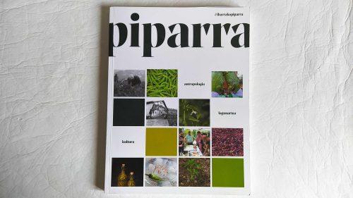 'Piparra', el libro sobre la guindilla de Ibarra obra de Josu Ozaita.