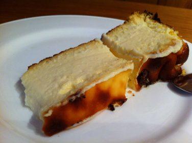 Tentadora porción de tarta de queso La Viña (foto: Cuchillo)