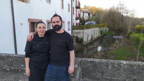 Katia y Miguel, patrones de la Herriko Taberna de Ubide (foto: Cuchillo)