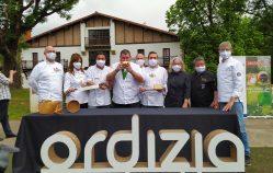 Jakitea corta el nuevo Idiazabal, queso de oveja latxa con 126 productores