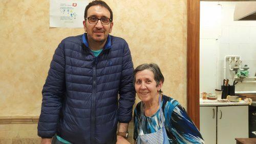 Javier Reguero y su madre, la cocinera del bar Javi (foto: Cuchillo)